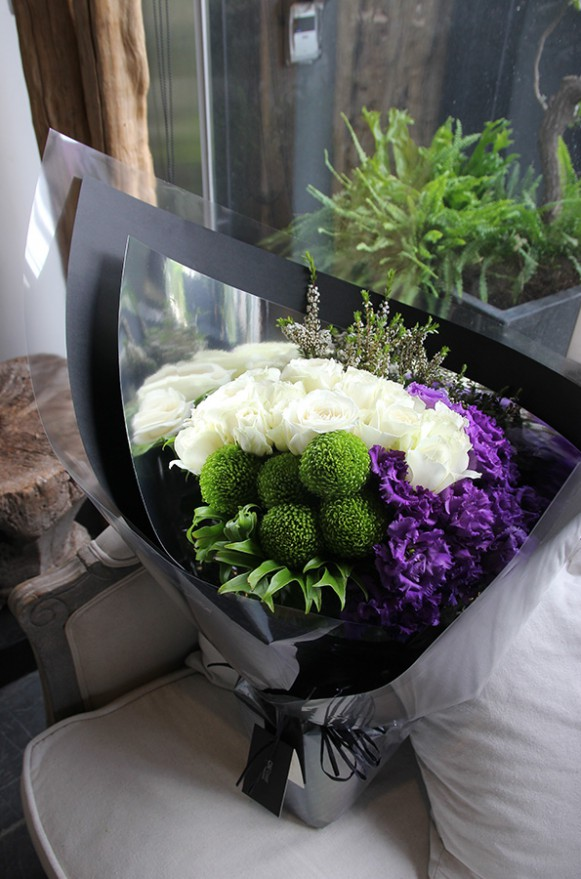 A04KPWL01豔紫白玫花束3000 (2)