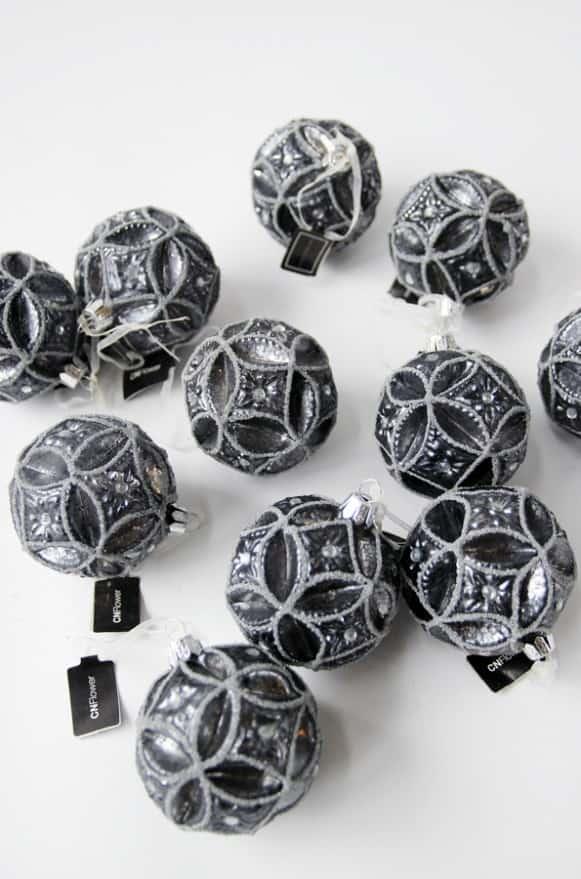 10A500017黑色花樣球型吊飾 (2)