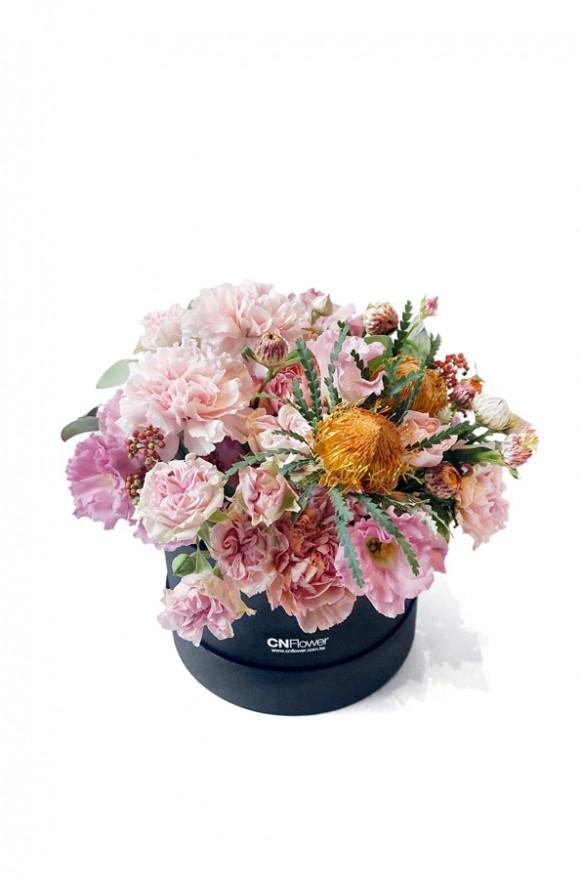A10HW1801絢麗夕輝-小黑圓鮮花禮盒2600-(1)