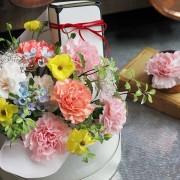 A10MD1916【CNFlower x 珠寶盒法式點心坊 】甜蜜生活- 康乃馨款 蛋糕花禮 2880-6