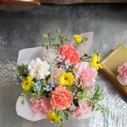 A10MD1916【CNFlower x 珠寶盒法式點心坊 】甜蜜生活- 康乃馨款 蛋糕花禮 2880-9