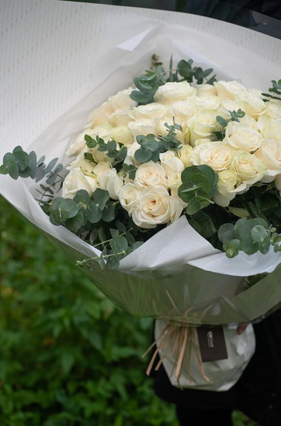 A09PPFF05純白玫瑰花束12000(4)