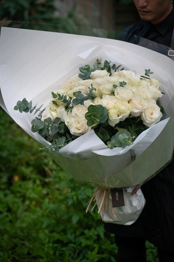 A09PPFF05-純白玫瑰花束12000(3)