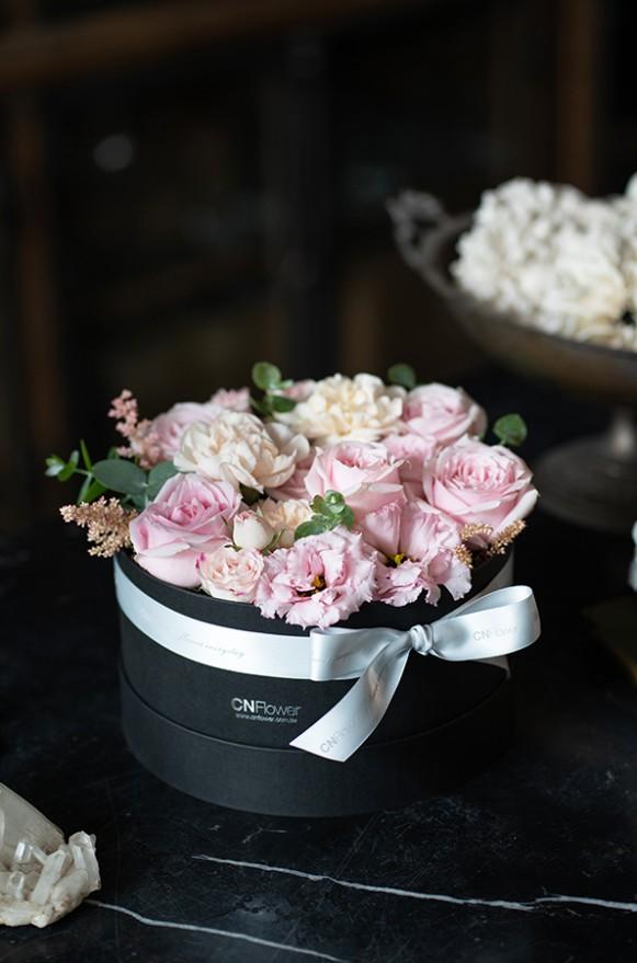 A0100190798_輕甜玫瑰 中黑圓禮盒_2800 (1)
