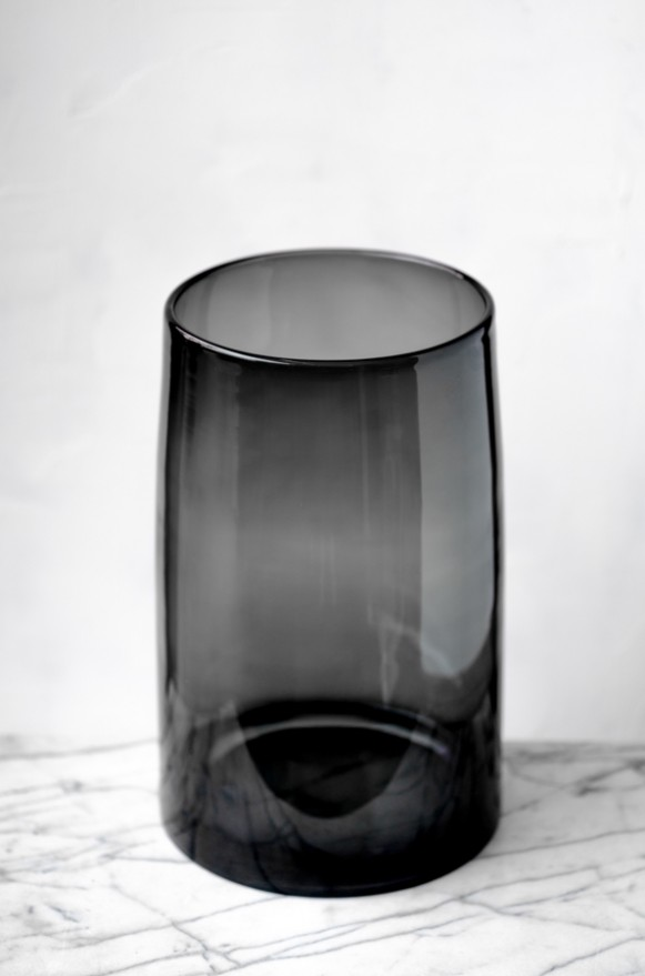 LSA-G157442847_曲線收口玻璃花器(半透黑H42)_9800 (1)