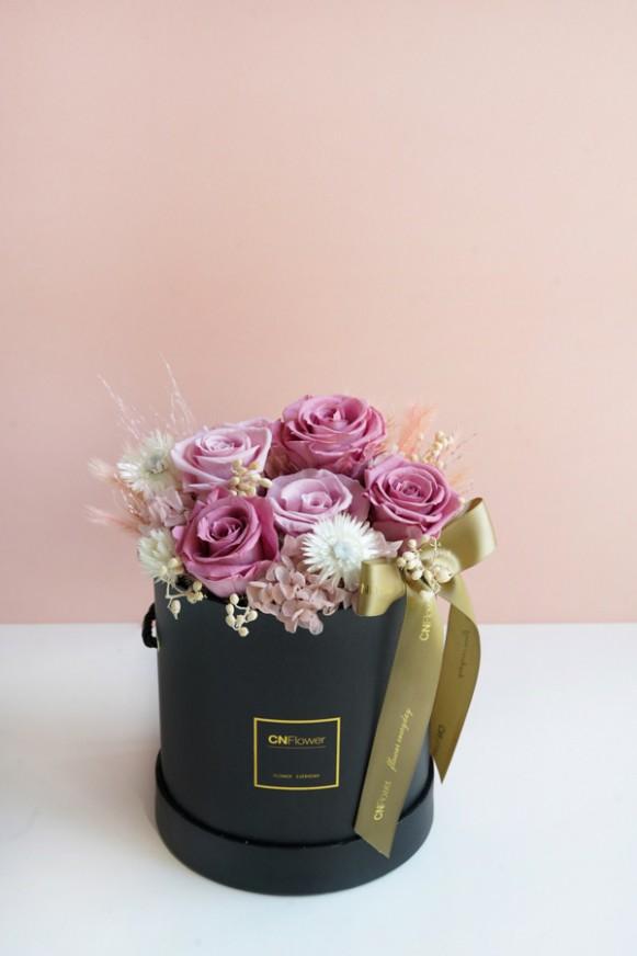 C0100200611粉嫩微光 黑色金邊筒狀禮盒-小 恆星花_3600 (4)